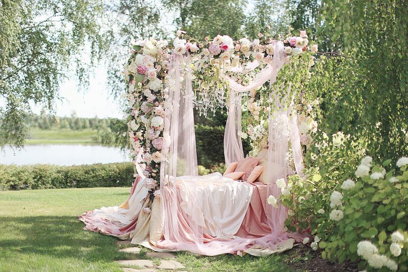 Moscow-bridal-boudoir-by-Sonya-Khegay-12