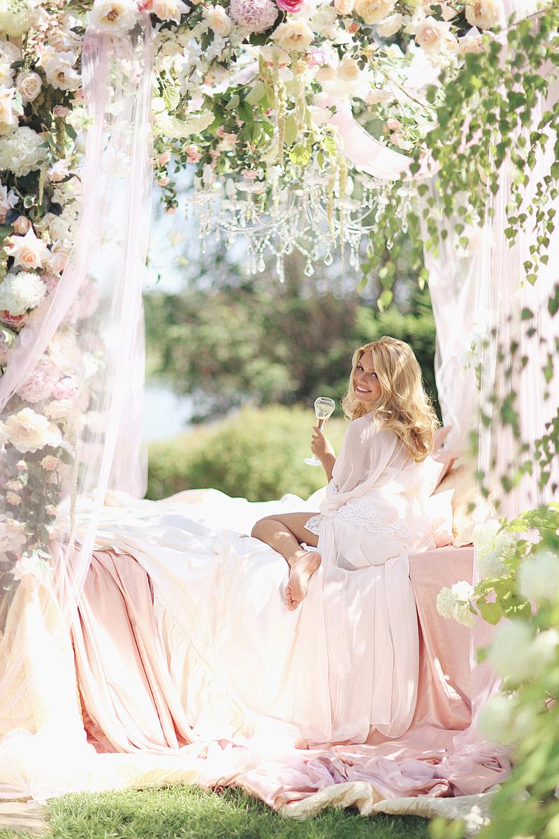Moscow-bridal-boudoir-by-Sonya-Khegay-22